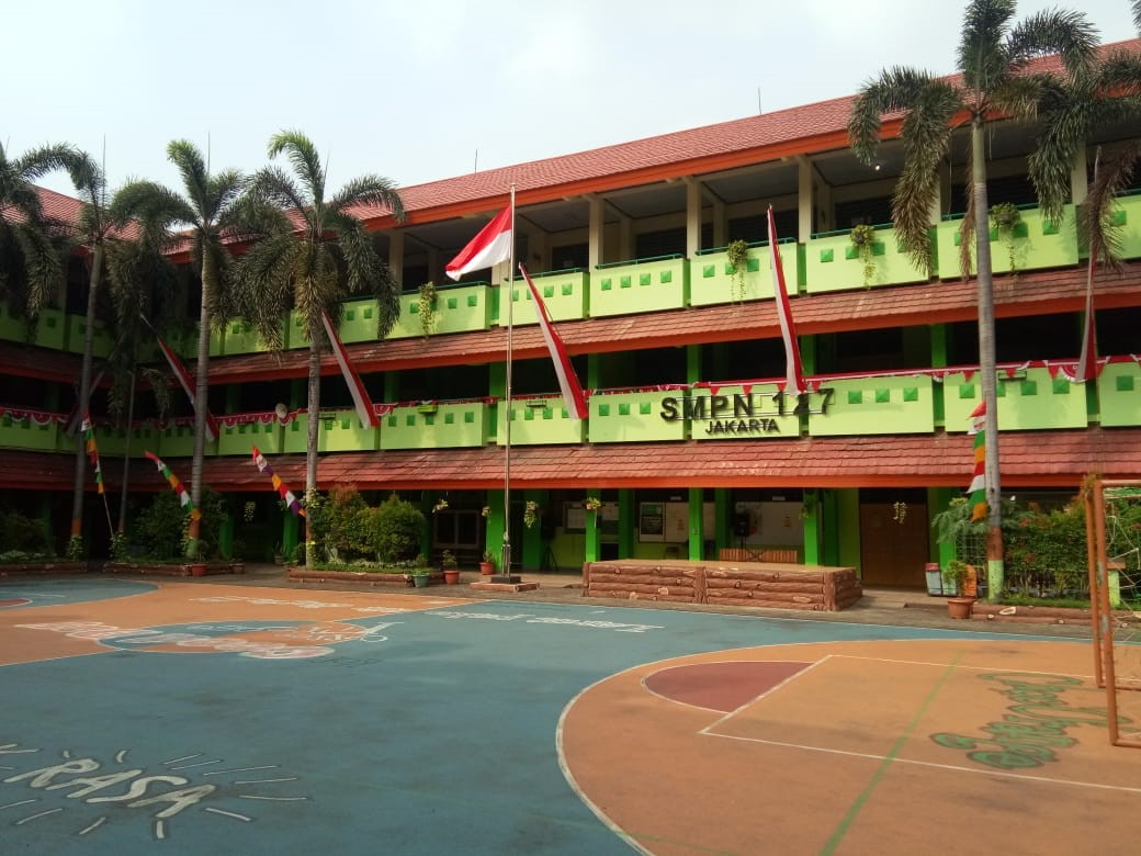 SMPN 127 beralamat di Jl. Raya Kebon Jeruk  no. 126A Jakarta Barat